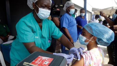 Covid-vaccinering i Lagos, Nigeria. Bild: Sunday Alamba/AP