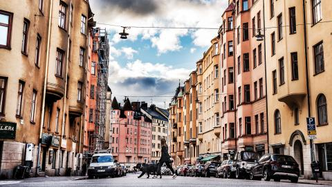 """""""Att ett hushåll med låg inkomst har mage att bo på en attraktiv adress verkar vara oerhört provocerande"""", skriver debattören.  Bild: Tomas Oneborg/SvD/TT"""