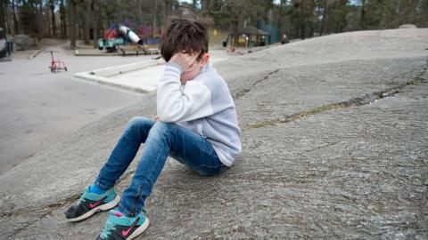 """""""Barnrättsorganisationen Maskrosbarn har dagligen samtal med barn som får stöd i organisationen och de vittnar år efter år om att insatserna från socialtjänsten ofta kommer för sent och är otillräckliga"""", skriver debattörerna.  Bild: Jessica Gow/TT"""