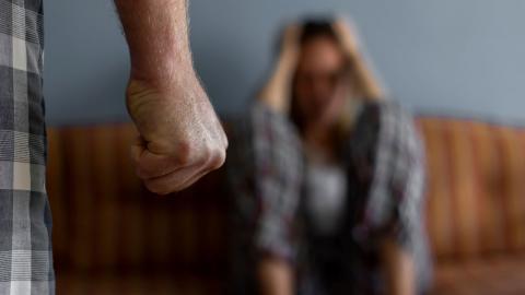 Under pandemin har mäns våld mot kvinnor, framför allt i hemmen, ökat. Det synliggör ytterligare behovet av feministiskt självförsvar, menar debattörerna.  Bild: Shutterstock