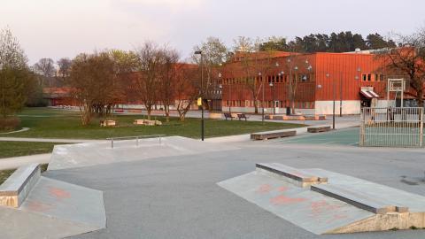Tumba gymnasium i Botkyrka.  Bild: Skatespot