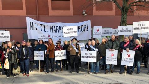Hyresgästföreningen demonstrerar utanför socialdemokraternas kongress i Örebro den 22 mars 2019. De som har svårt att komma in på bostadsmarknaden hörs inte i den politiska debatten, enligt ny forskning vid Malmö universitet.