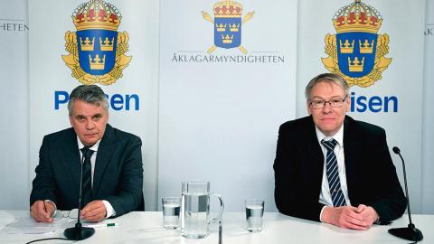 Spaningsledare Hans Melander och chefåklagare Krister Petersson under pressträffen för Palmeutredningen. Polisen