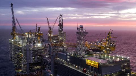 """Från och med nu menar Lundin Energy att de bedriver koldixidneutral oljeproduktion. """" Min första reaktion när jag såg pressmeddelandet var nästan att skratta"""", säger Anna Ljungström, redaktör på Supermiljöbloggen.  Bild: Carina Johansen/TT/NTB"""