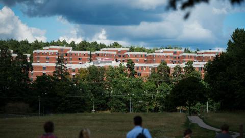 """""""För att bygga fler och billigare studentbostäder krävs ambitiösa reformer"""", skriver dagens debattörer. Bild: Izabelle Nordfjell/TT"""