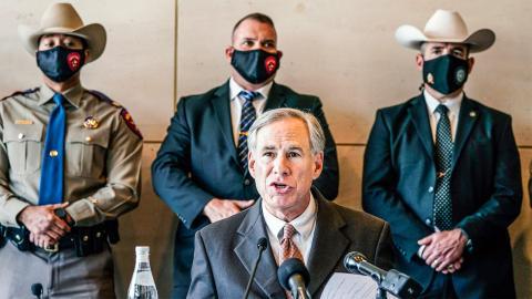 Texas guvernör republikanen Greg Abbott undertecknade den nya restriktiva abortlagen i maj.   Bild: LM Otero/TT