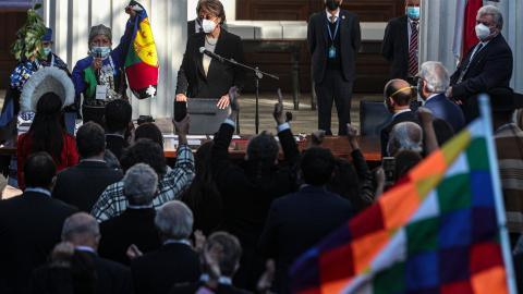 """""""Det är våra förfäders drömmar som nu äntligen blir verklighet"""", sa När mapuchen Elisa Loncon som nyvald talman för den konstituerande församlingen.  Bild: Esteban Felix/AP/TT"""