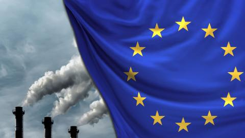 Enligt den nya klimatlagen ska EU minska sina utsläpp med minst 55 procent till år 2030. Bild: Shutterstock