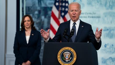 För en vecka sedan presenterade Joe Biden en infrastruktuplan på 5 000 miljarder kronor som fick stöd av både Demokraterna och Republikanerna. Bild: Evan Vucci/AP/TT
