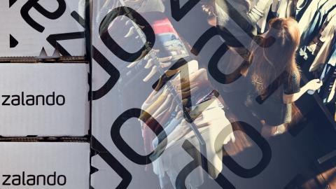 Gaby Kass Elias har semester när han talar med Dagens ETC, och är nervös för hur det ska gå när han kommer tillbaka till jobbet. När Expressen publicerade artikeln om Zalando fick hans kollega sparken.  Bild: Shutterstock & Michael Sohn/AP/TT (bilden är ett kollage)