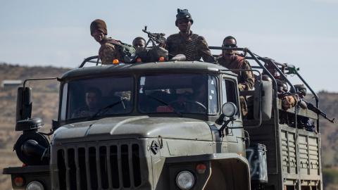 Etiopiska soldater i Agula, Tigray. Efter hårda strider har den etiopiska armén tvingats lämna Mekelle. BILD Ben Curtis/AP/TT
