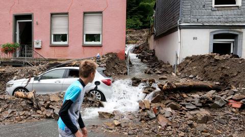 Många är döda eller saknas efter ovädret.  Bild: Martin Meissner/TT