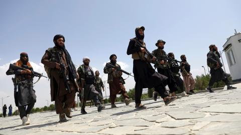 Kursen för den nationella valutan afghani har de senaste dagarna rasat och en inflation som drabbar de fattigaste har tagit fart.  Bild: Rahmat Gul/AP