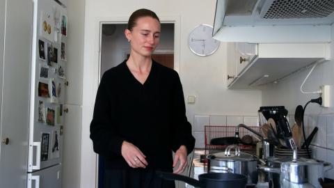 """""""Trots att det byggs så är det otroligt ojämlikt i vilka som kan få tillgång till de här bostäderna"""", säger Malva Staaf som är ordförande för jagvillhabostad.nu Göteborg.   Bild: Hanna Strömbom"""
