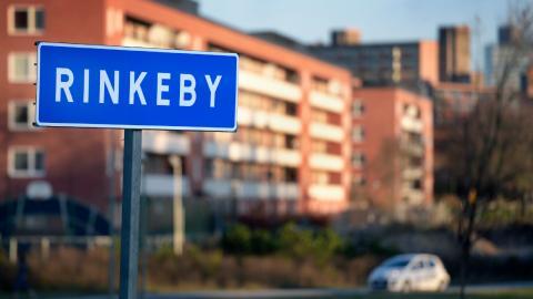 Lärarna på den kommunala skolan i Rinkeby kämpar för att eleverna ska lyckas med sina betyg, men kraven på lönsamhet försvårar deras arbete, menar debattören. Bild: Janerik Henriksson/TT