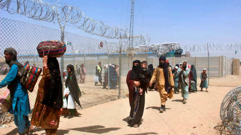 Afghanska flyktingar på gränsen till Pakistan.  Bild: Jafar Khan/AP