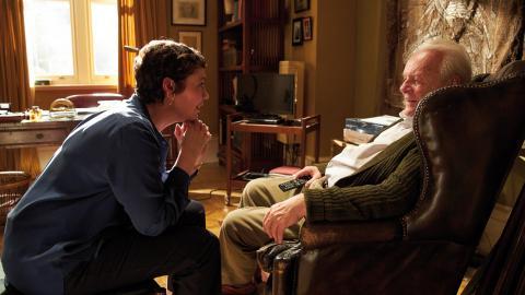 """""""För de som har en dement person i sin närhet och har svårt att orka med dennes envisa upprepande har denna film potential att inspirera till ökad tolerans"""", skriver Dagens ETC:s recensent om The father .  Bild: Sean Gleason/Sony Pictures Classics"""